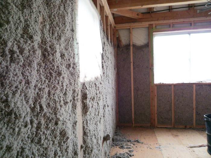 1ヤマックスの家-断熱材セルローズファイバー施工.jpg