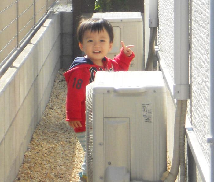 4ヤマックスの家-カーボ炭の家-1年点検K様邸Eくん今回訪問時.jpg