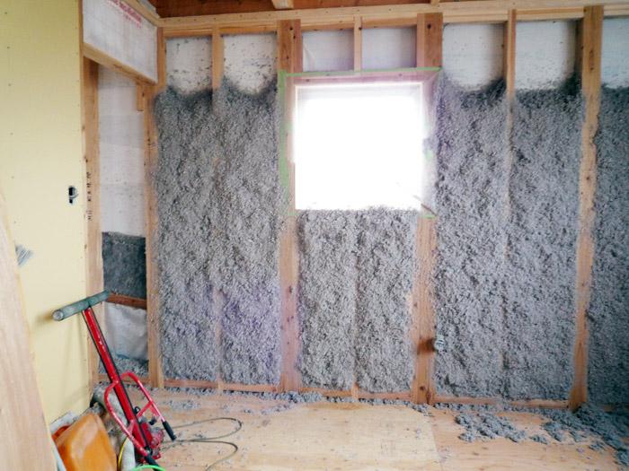 4ヤマックスの家-断熱材セルローズファイバー施工.jpg