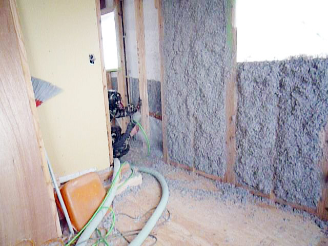 6ヤマックスの家-断熱材セルローズファイバー施工.jpg