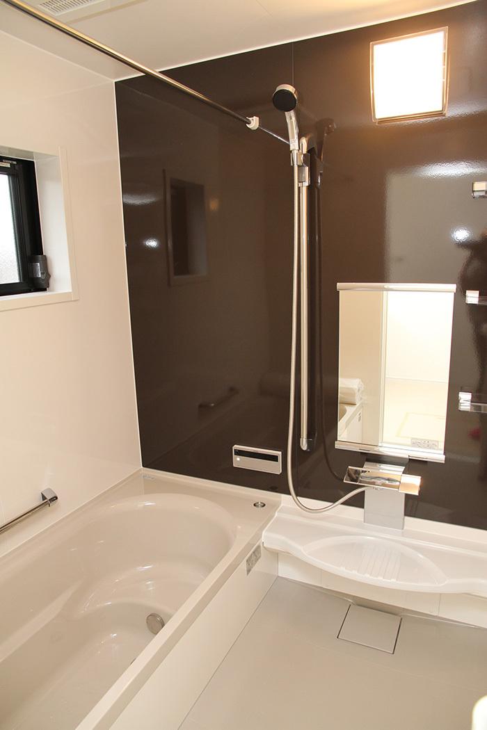 ヤマックス炭の家-熊本光の森菊陽町浴室.jpg