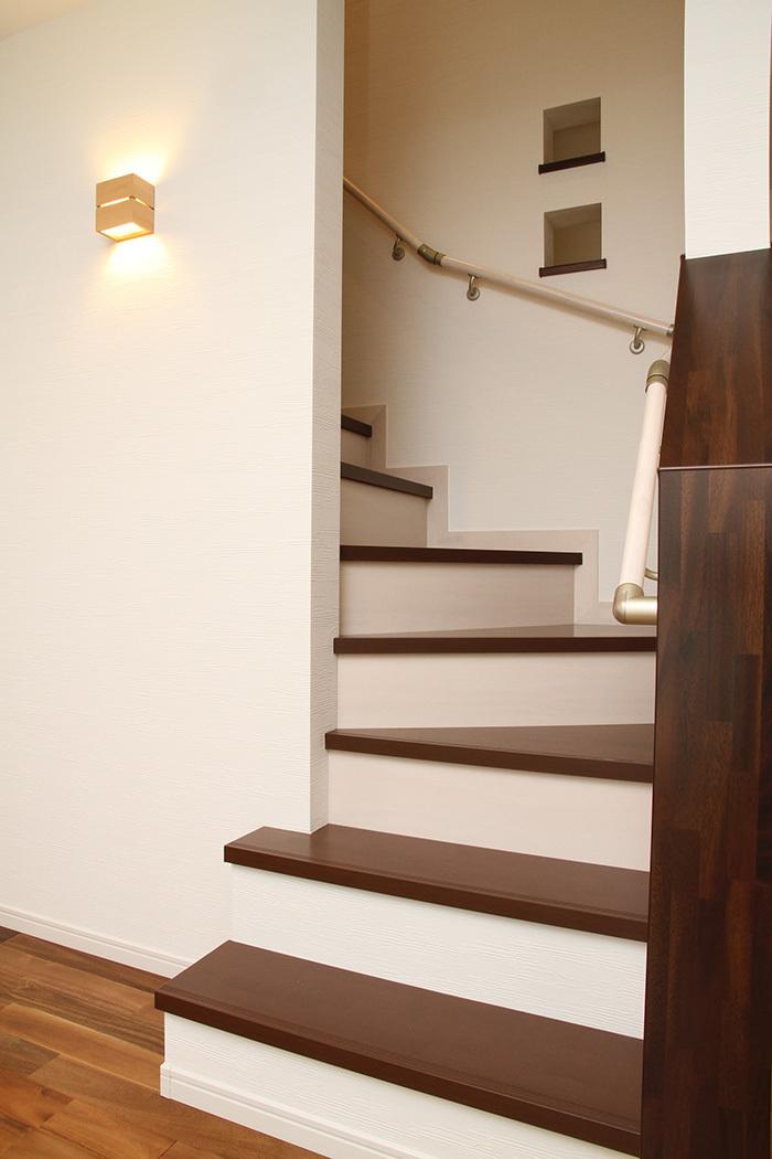 ヤマックス炭の家-熊本光の森菊陽町階段.jpg