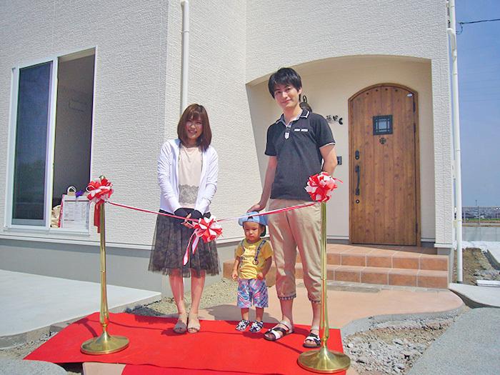 ヤマックス炭の家新築引き渡し式熊本市北区武蔵ケ丘F様邸2記念撮影