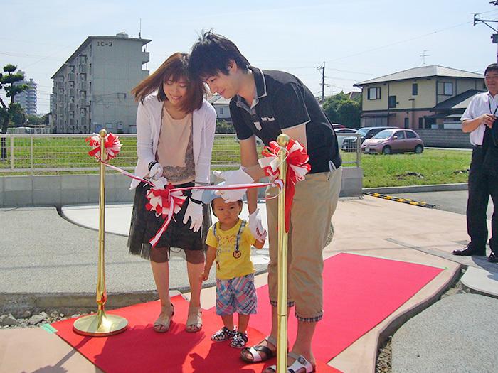ヤマックス炭の家新築引き渡し式熊本市北区武蔵ケ丘F様邸3テープカット.jpg